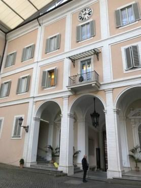 Balcón desde dondese reza el Angelus, en el patio interior